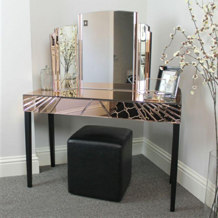 Elegant Schminktisch Mit Spiegel In Der Ecke Sessel Lederbezug