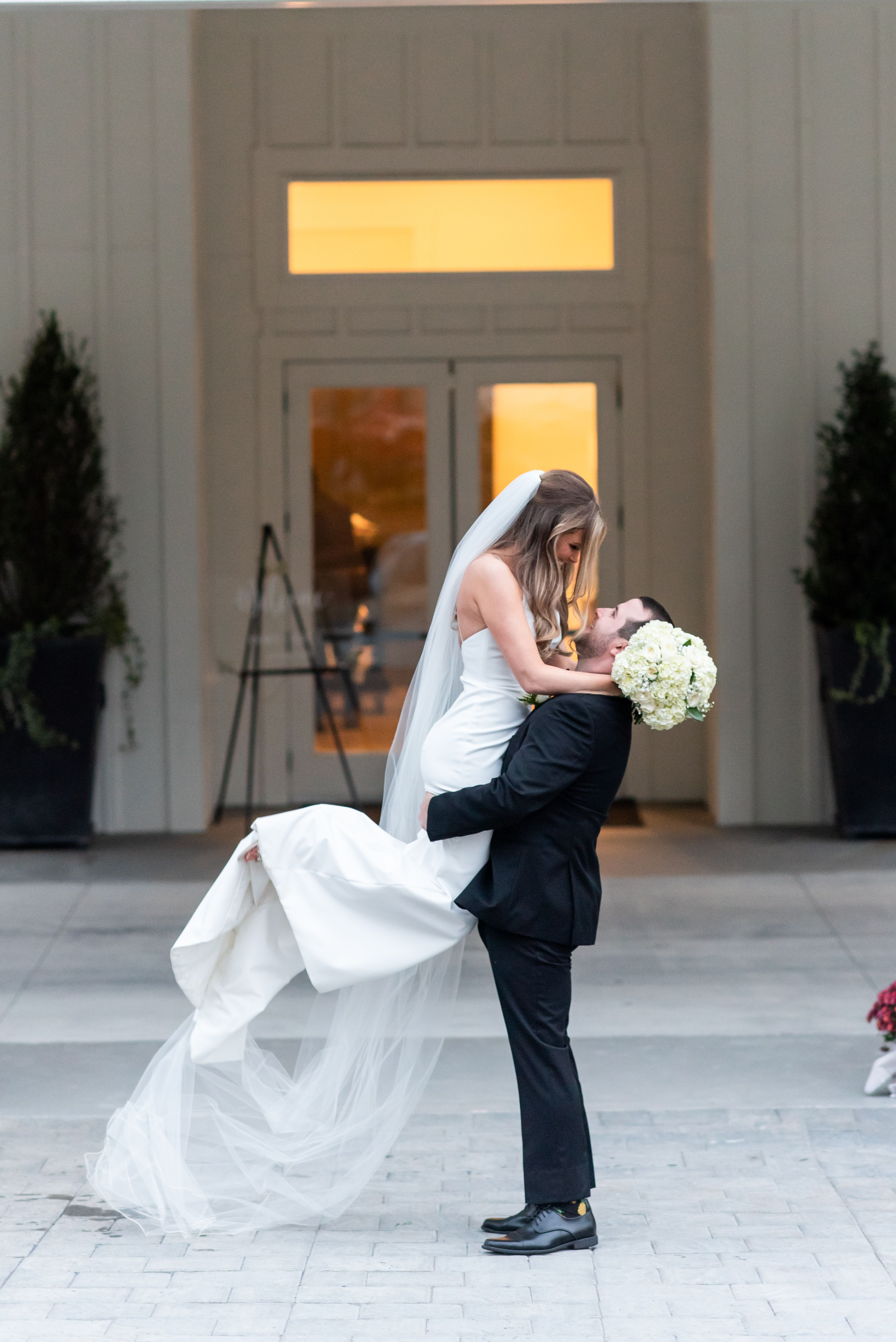 Musthave wedding day photo; bride & groom; just married