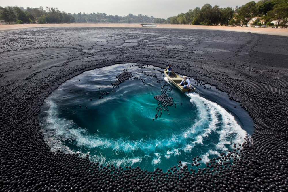 The plastic balls, which can save water and protect water ...