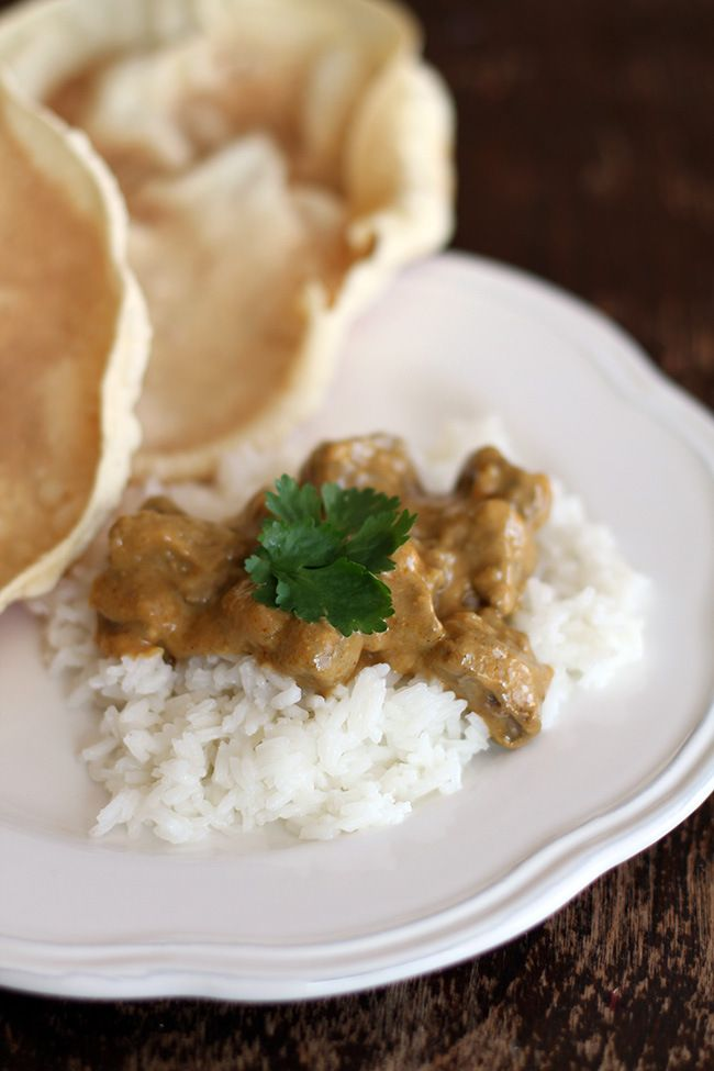 Pappadums and a Curry #PataksMom #Food #Inspiration #Recipes #India #IndianFood #FoodPorn #Pataks #PataksCanada #MixinaLittleIndia #Indian #TonightsDinner