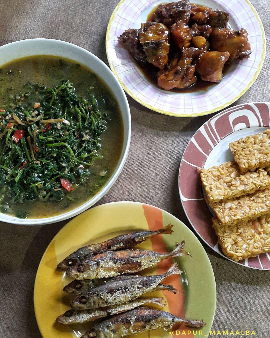 Makan Siangnya Masih Sama Dengan Menu Tadi Pagi Masak Sayur Sambel Goreng Kenci Selada Air Bacem Ayam Ikan Goreng Tempe Go Selada Air Makan Siang Tempe
