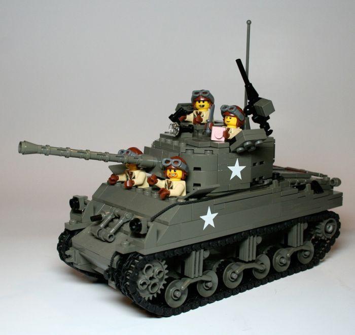 Военный транспортер из лего впервые внедрил сборку автомобилей на конвейере и организовал массовое производство автомобилей