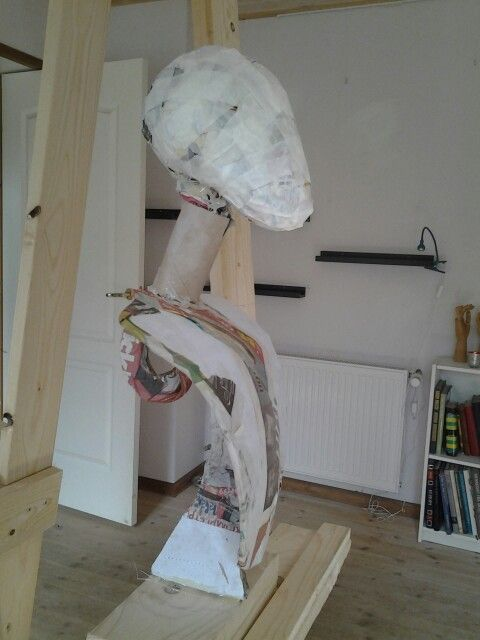 The head and main structure marianne 39 s paper mache for Paper mache structure