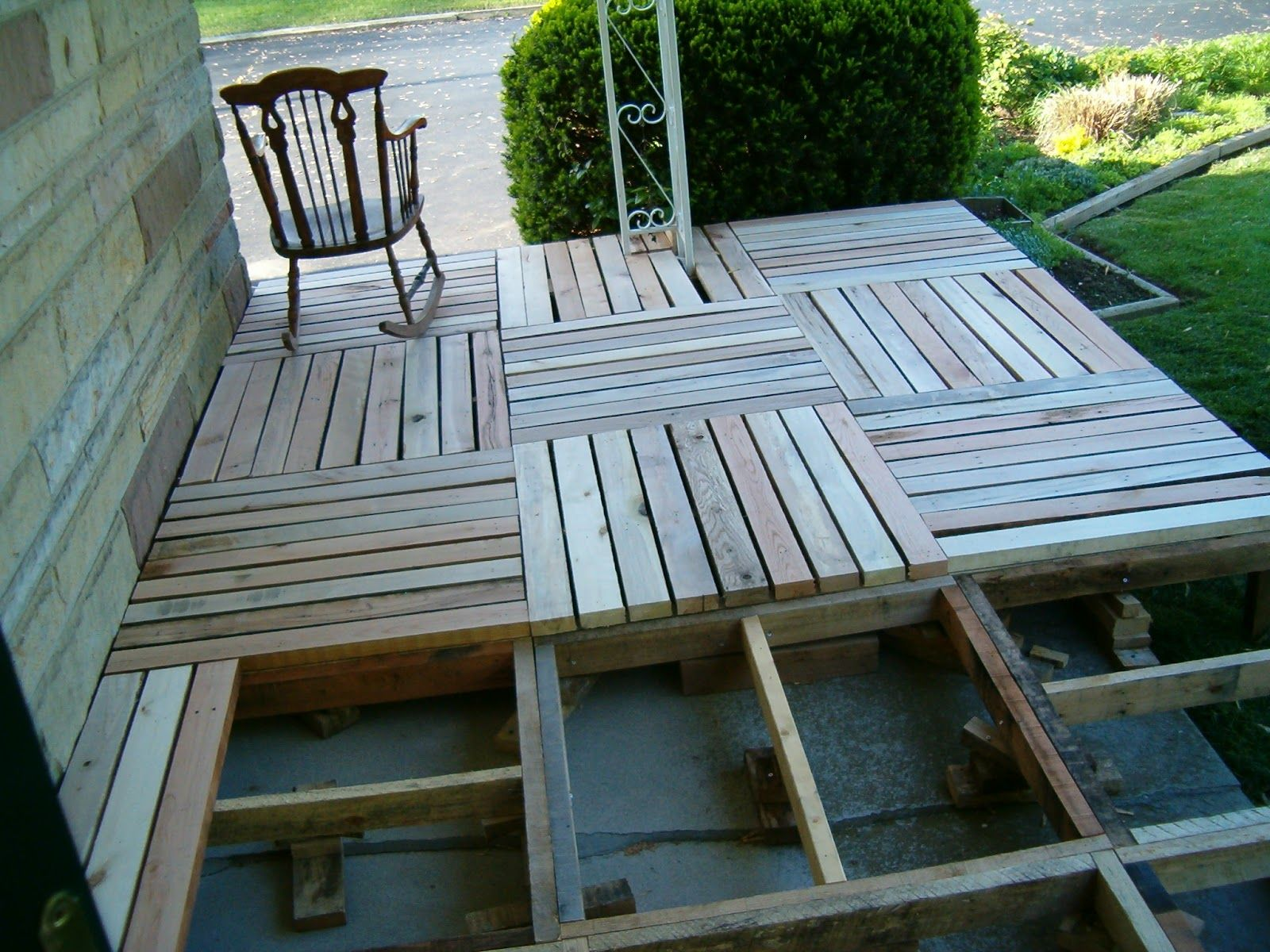 DIY Pallet Porch Makeover