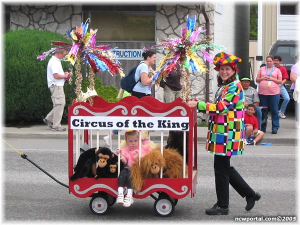 north central washington community 2005 youth parade circus of the king disfraces. Black Bedroom Furniture Sets. Home Design Ideas
