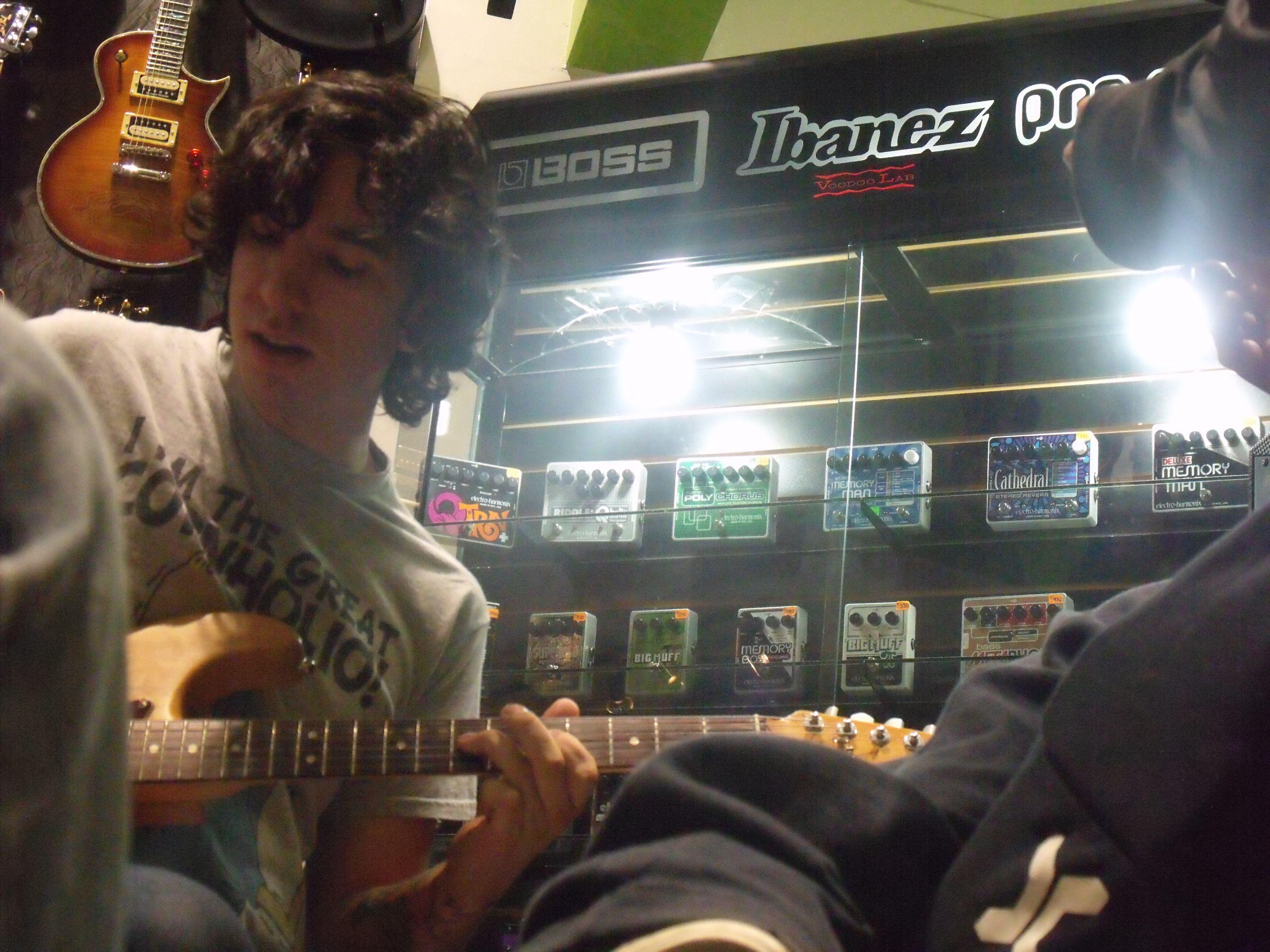 Jose, el guitarrista.