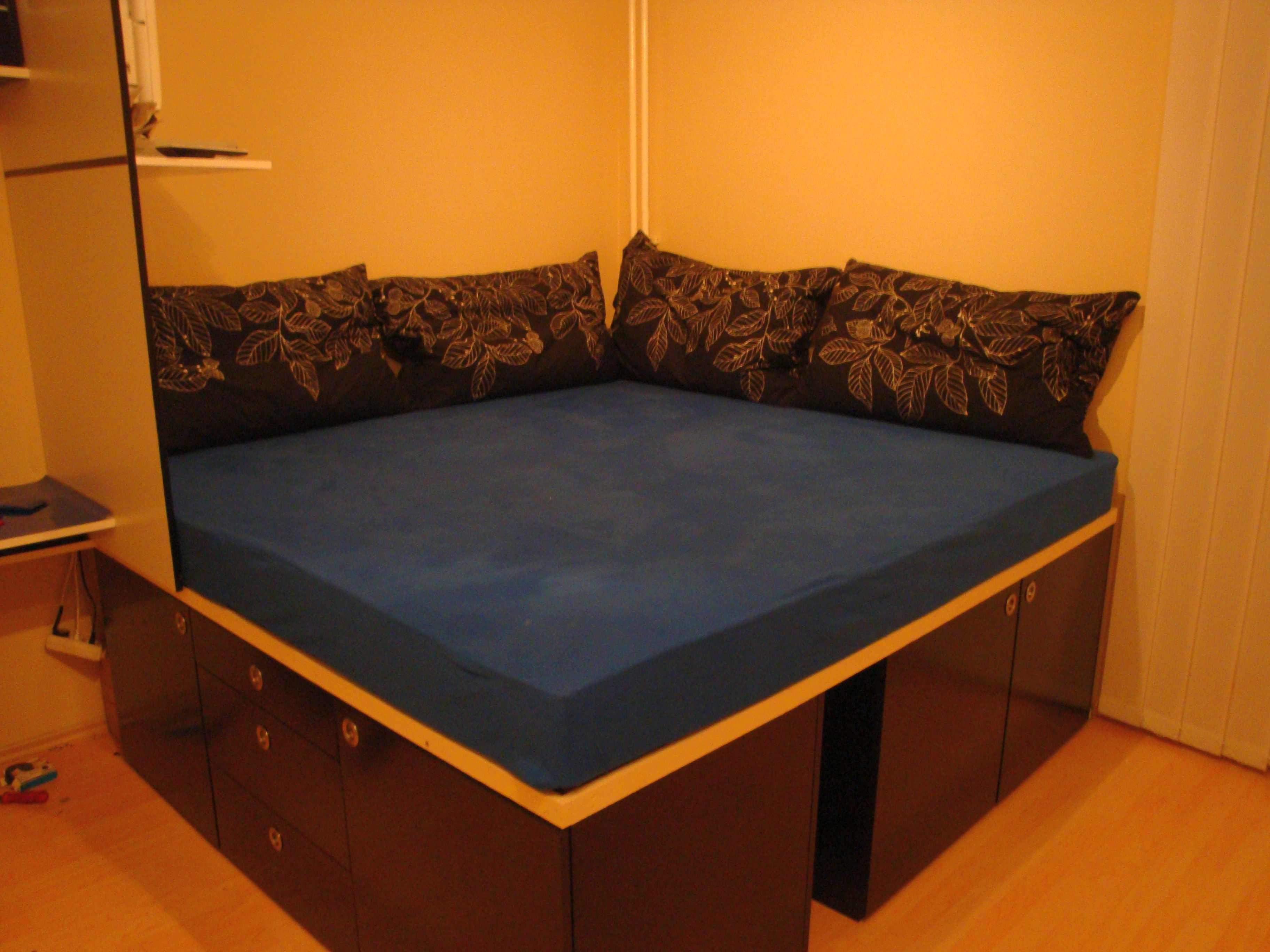 Bau einer großen Schlaf und Liegewiese mit Schrank