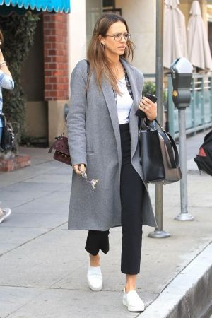 9f078ad13f1d Jessica Alba wearing Vince Warren Leather Sneakers