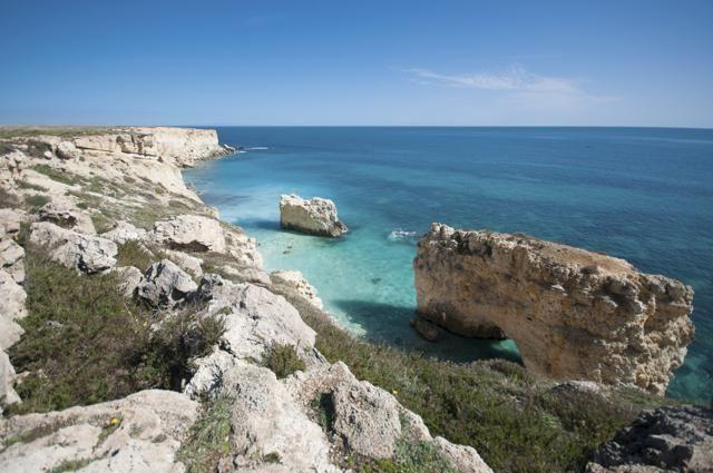 Dove trascorreranno gli italiani il ponte del 2 giugno? Secondo l'Osservatorio Volagratis, in spiaggia: le mete di mare sono in testa alla classifica delle prenotazioni di voli e pacchetti vacanze e, su tutte, trionfa la Sicilia.