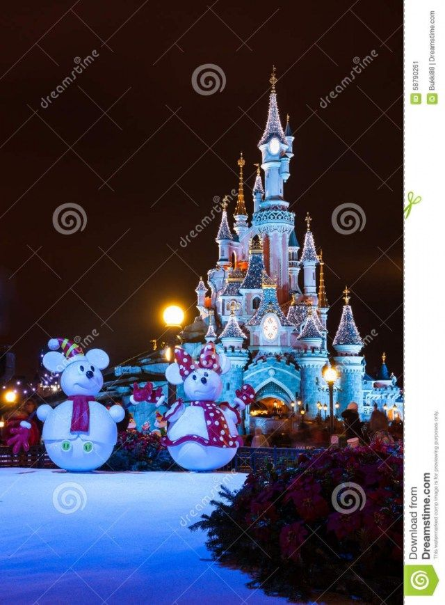 30 awesome disneyland christmas decorations - Disneyland Christmas Decorations