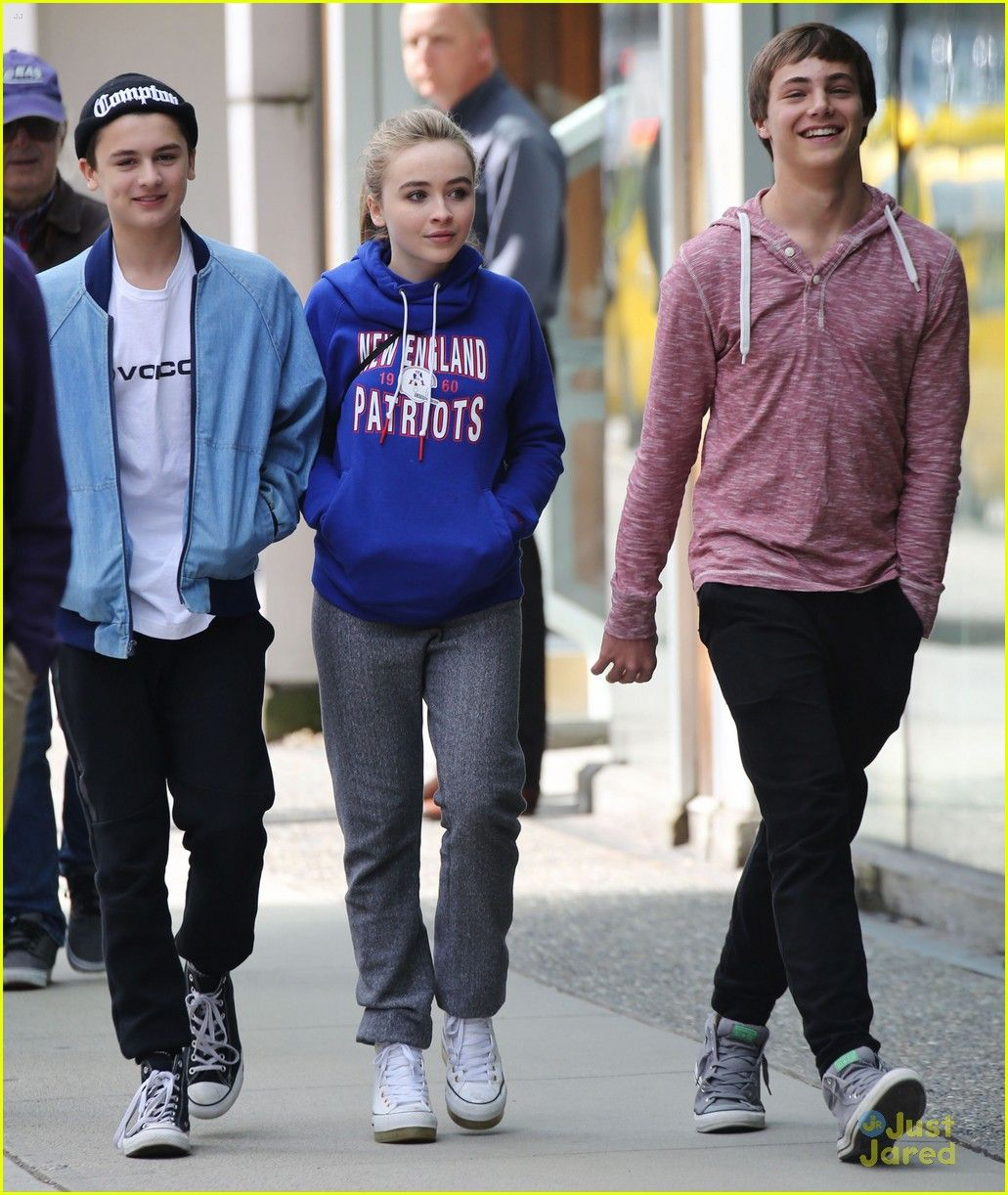 Sabrina Carpenter Is Wearing A Patriots Hoodie I Love Her Music