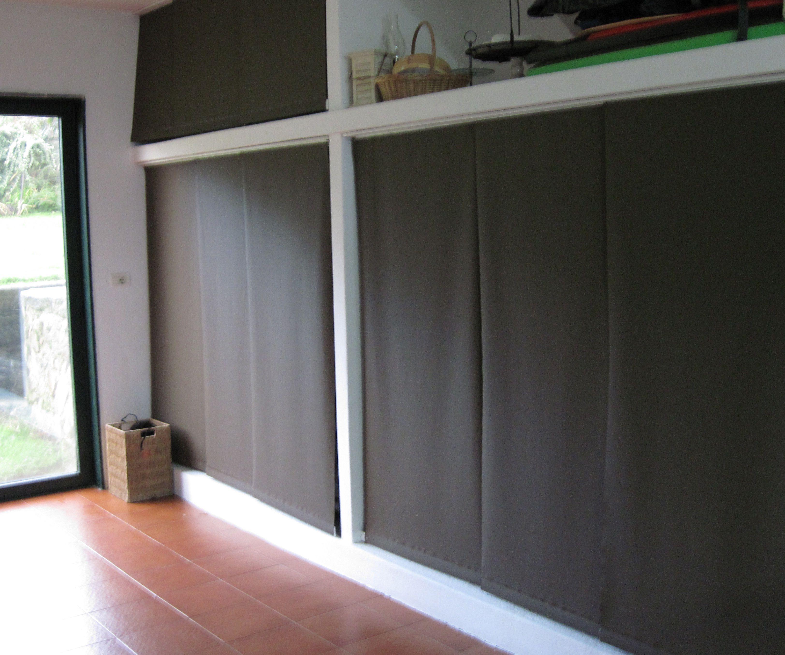 Paneles japoneses panel track usados a modo de puerta for Cortinas para armarios empotrados