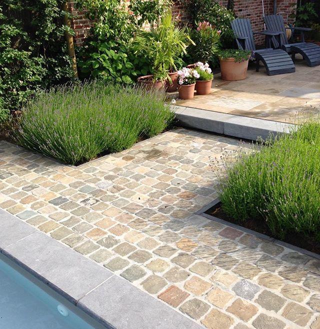 Oude kasseien, zandkleurige bestrating - tuinideeen Pinterest - pose de pave exterieur