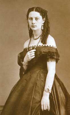 Leonor Rivas Mercado circa 1866    Revista BiCentenario #17  www.revistabicentenario.com.mx