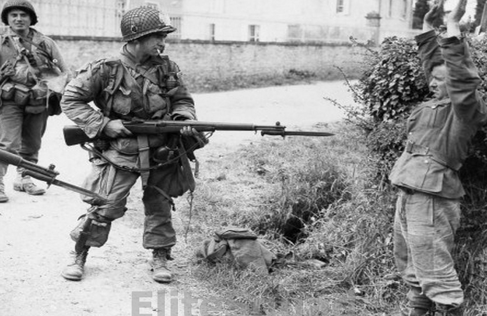$4 95 - Ww2 Photo Picture American Paratrooper Capturing A German