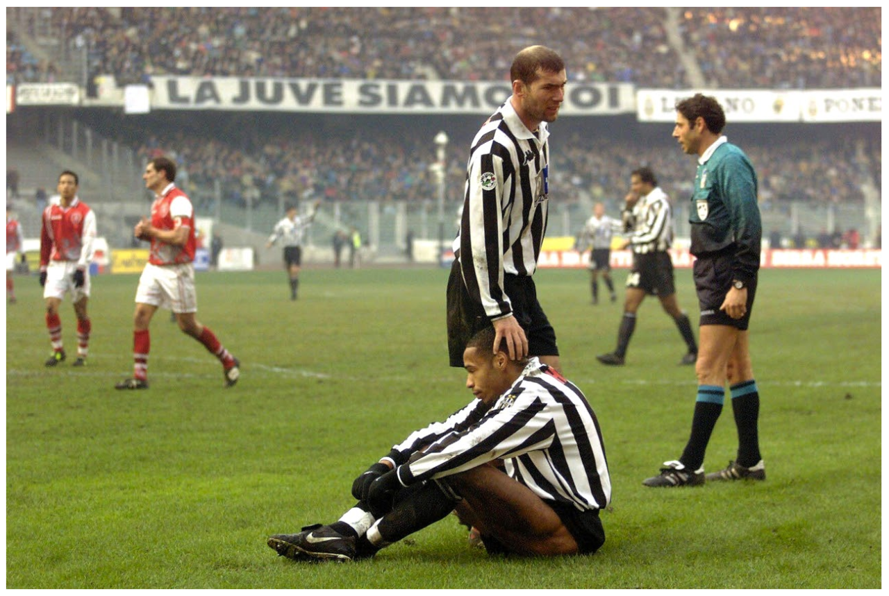 check out fdb76 7d6a4 Zidane and Henry at Juventus | Los legends of fútbol ...