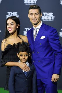 Cristiano Ronaldo S Welcomed His New Born Daughter On Nov 12 And We Re Already Getting A Peek At The Bundle Of Joy H Ronaldo Wife Cristiano Ronaldo Ronaldo