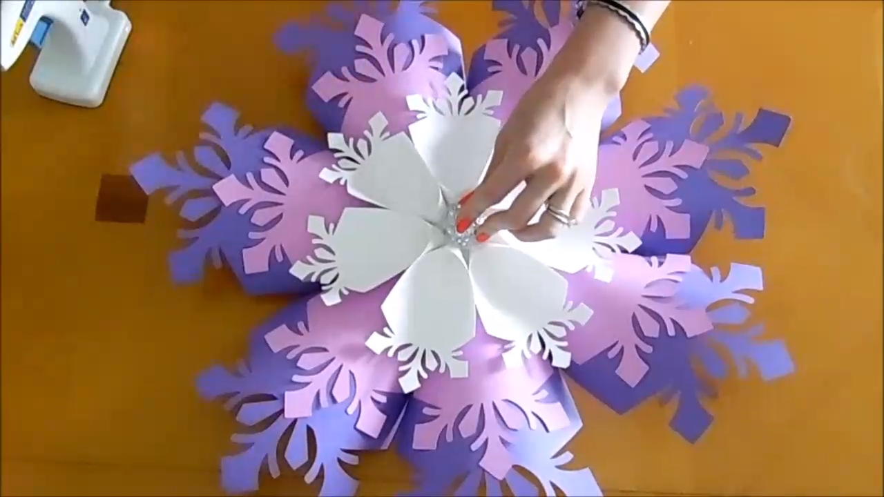 Giant 3D Paper Snowflake -   17 diy projects Tutorials paper flowers ideas