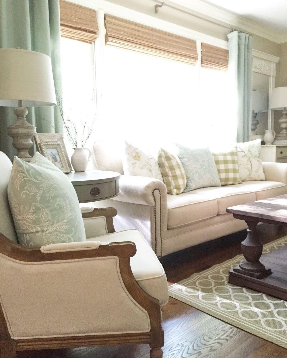 Living Room Pillow Arrangement