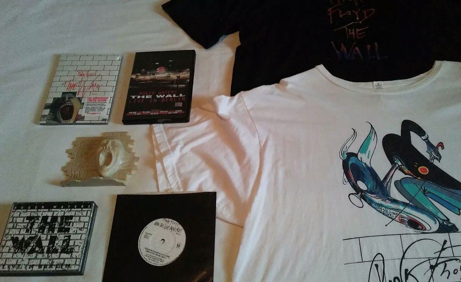 Nice awesome pink floyd the wall collectibles you get dvds cds