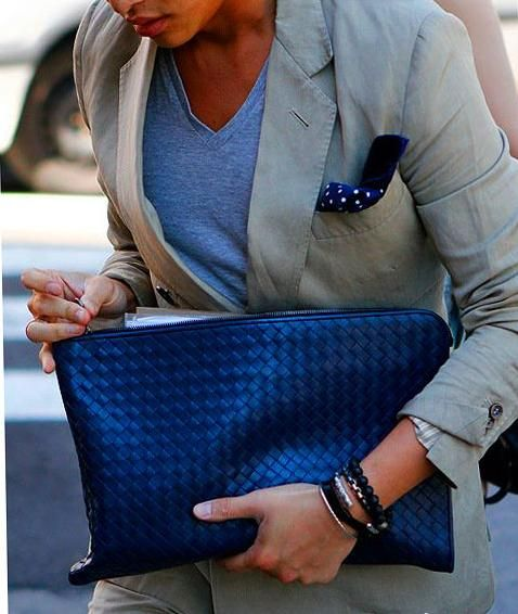 Love this bag and the subtle, scale-like pattern