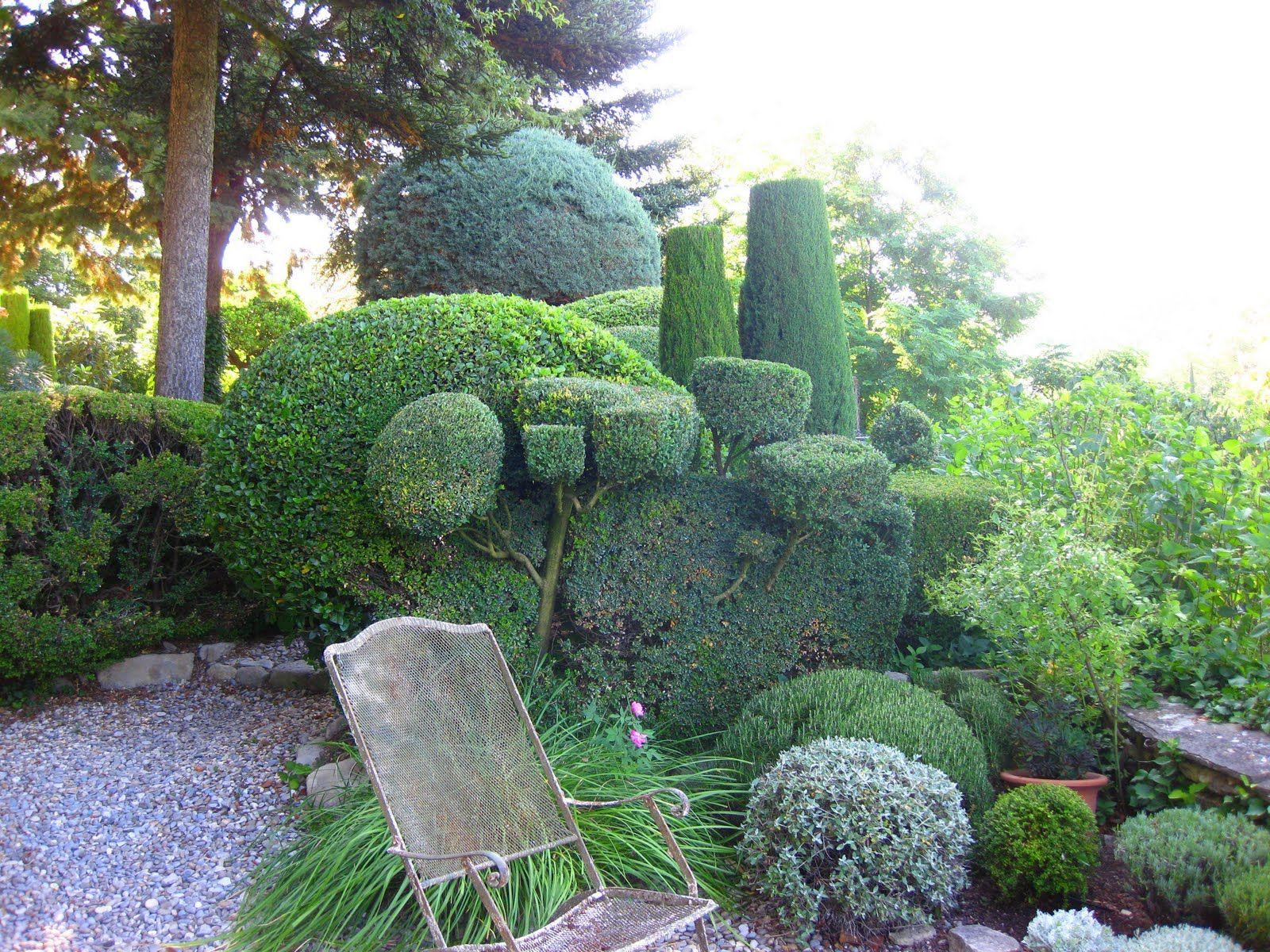 Jardin De La Louve By Nicole De Vesian Bonnieux France Narrow