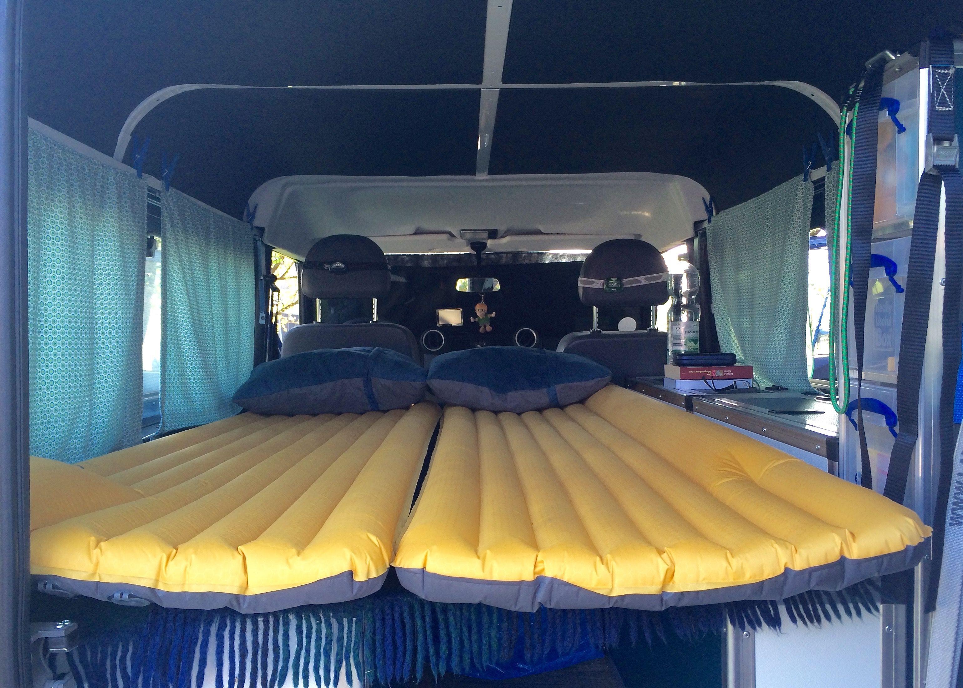 schlafen im landy luftmatratzen statt polster campervan ausbau unseres land rover defender. Black Bedroom Furniture Sets. Home Design Ideas