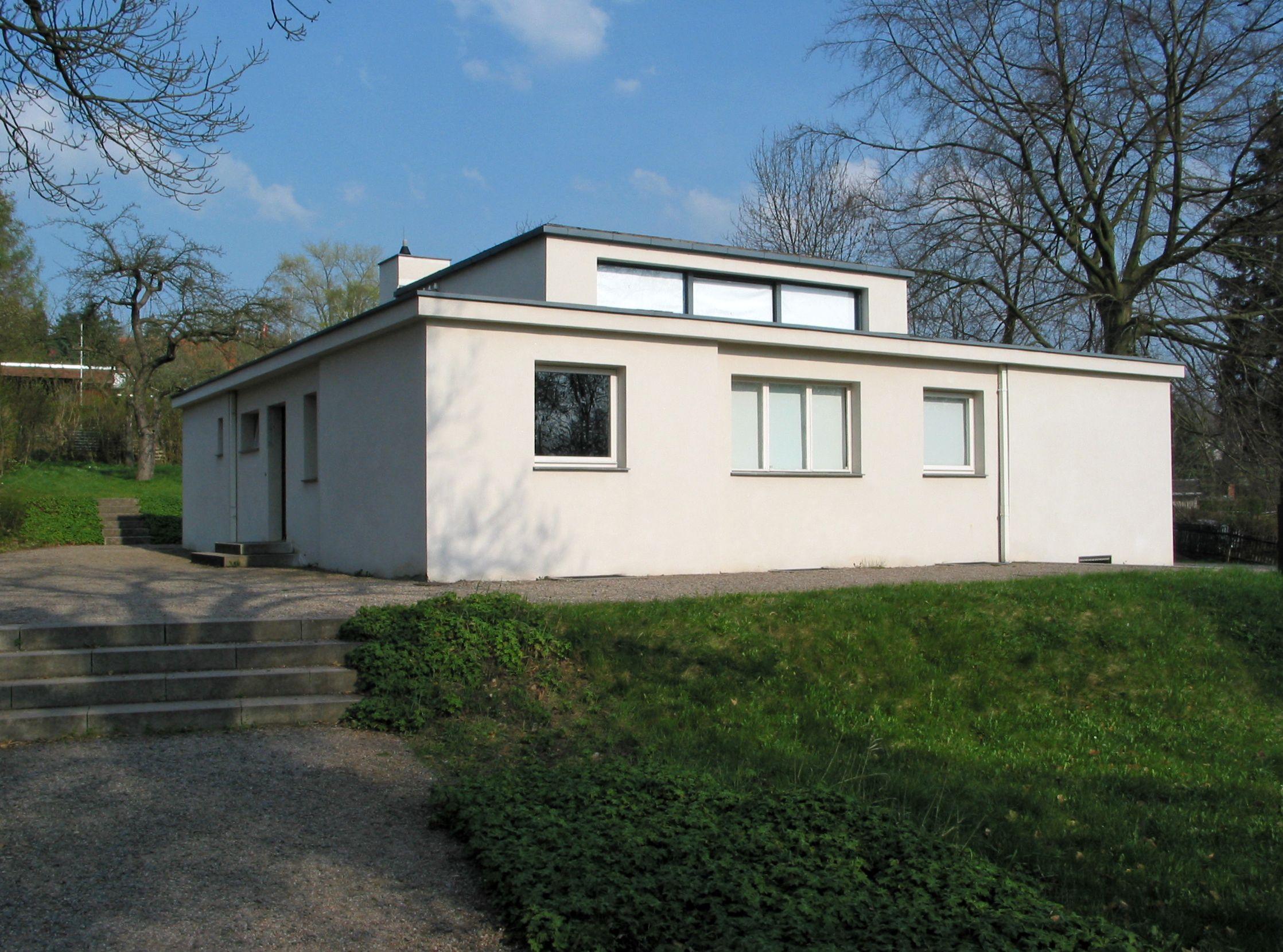 haus am horn construida como lugar de vida comunitario para los miembros de la bauhaus weimar. Black Bedroom Furniture Sets. Home Design Ideas