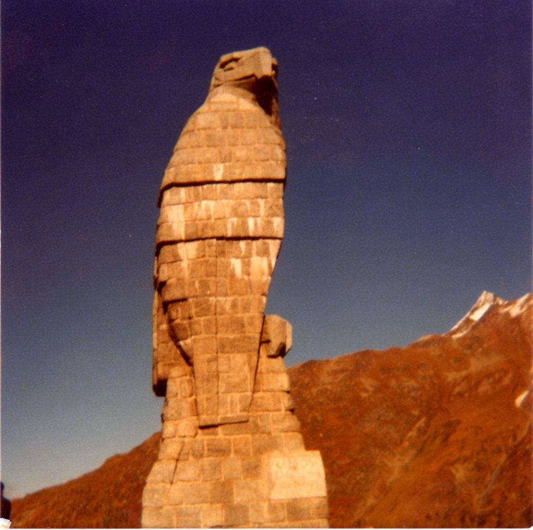 Stone eagle of Erwin Friedrich Baumann on the Simplon pass