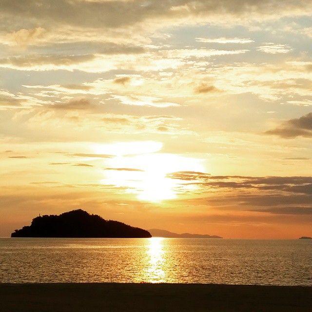 #beautiful #sunset fr #RhuBar @fslangkawi . . #여행스타그램 #랑카위 #langkawi #fourseasons #resort  #fourseasonslangkawi #포시즌스 #리조트 #선셋 #비치