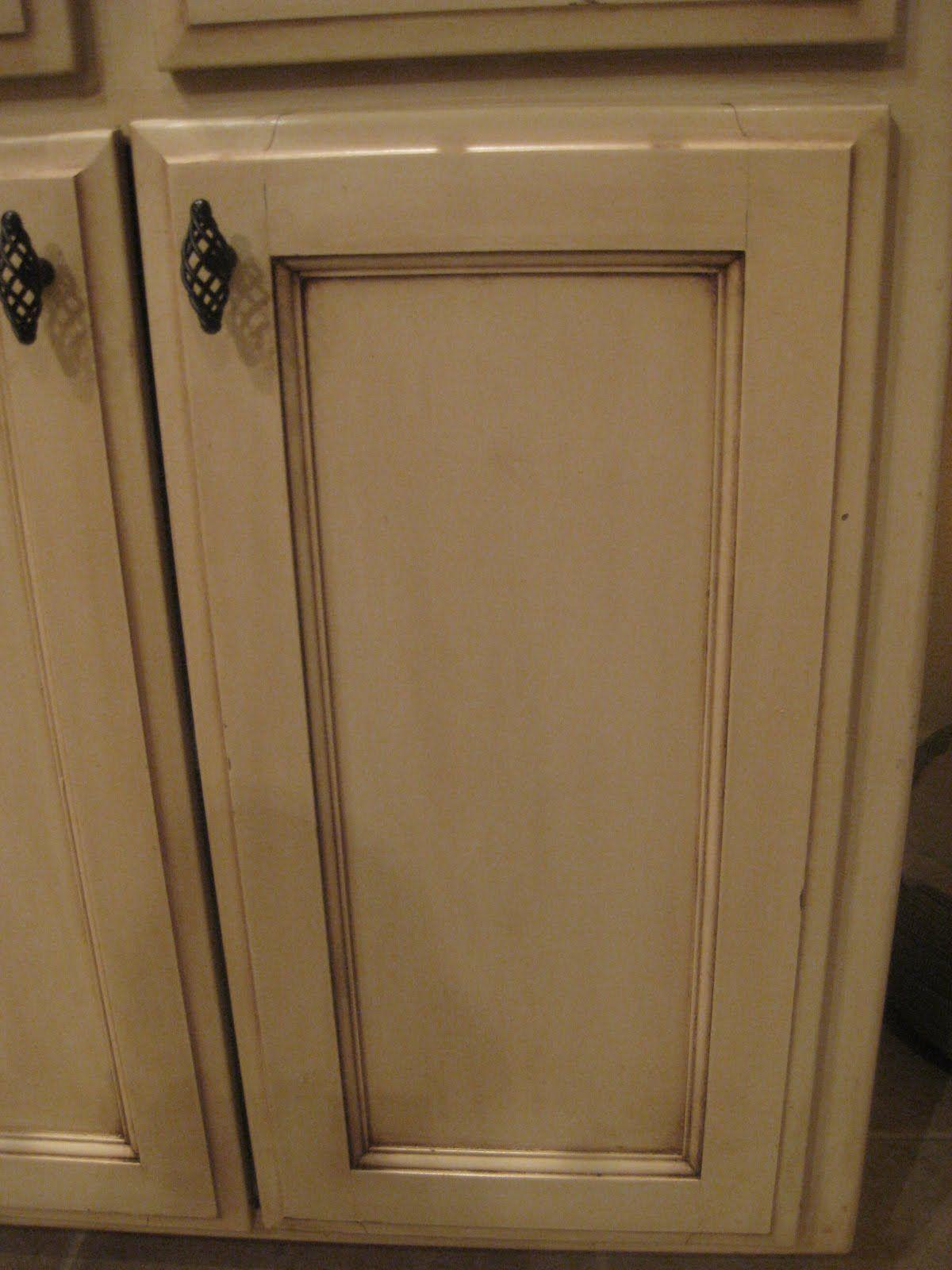 Verglasung Kuchenschranke Techniken Mit Gel Flecken Bader Kitchen Kathrintrowitz Weisse Glazed Kitchen Cabinets Painting Kitchen Cabinets Glazing Cabinets