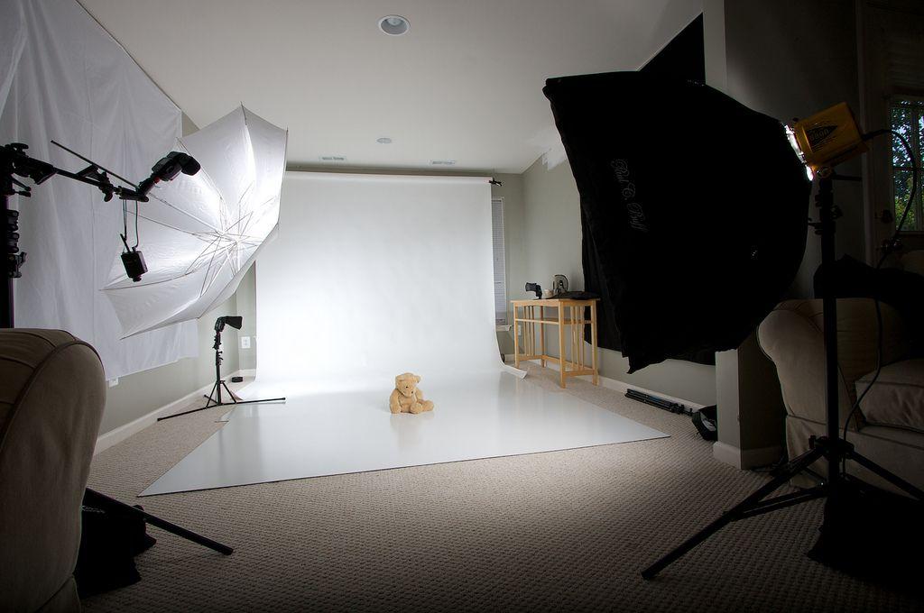 снимают ли профессионалы в домашней фотостудии очень симпатична, если