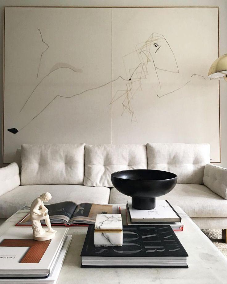 Wohnzimmer-Einrichtung (Interior Design) in den Farben weiß, beige