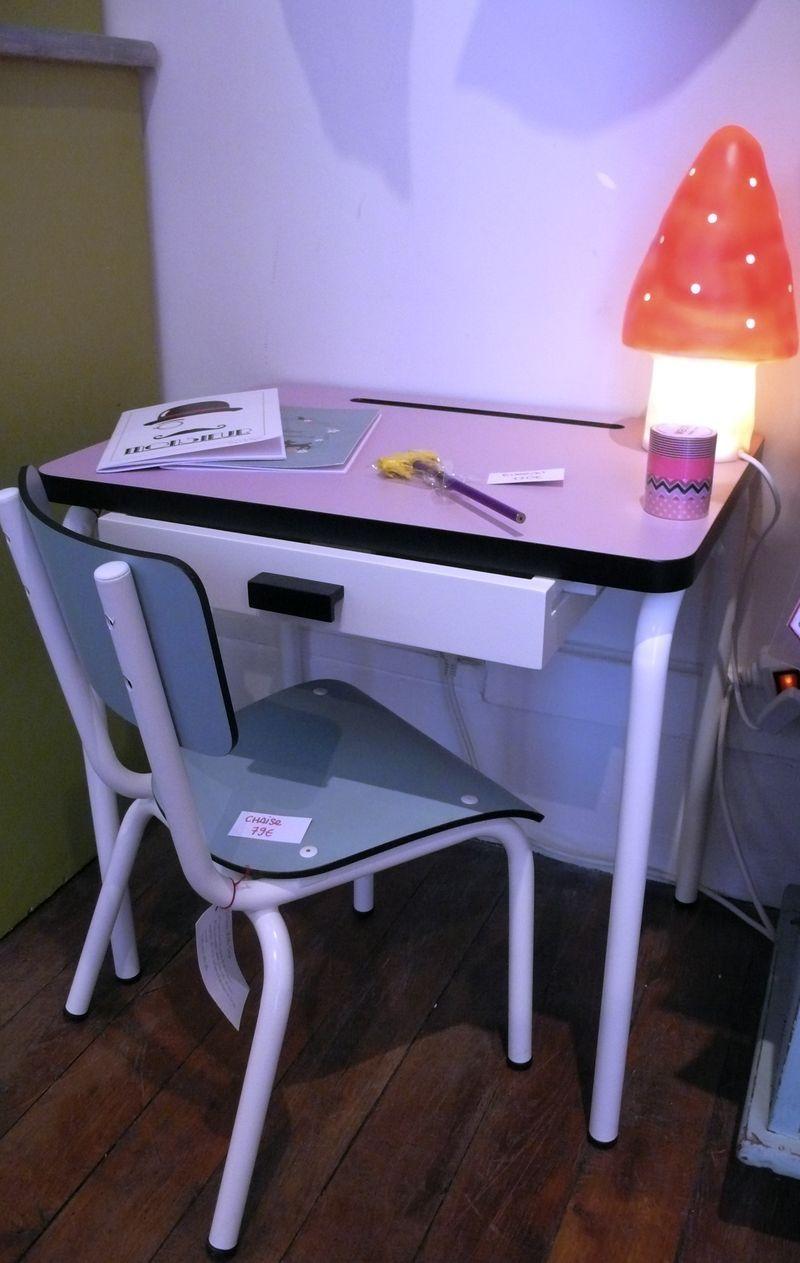 caravane faubourg se lance dans le mobilier il tait impossible de r sister aux petites chaises. Black Bedroom Furniture Sets. Home Design Ideas