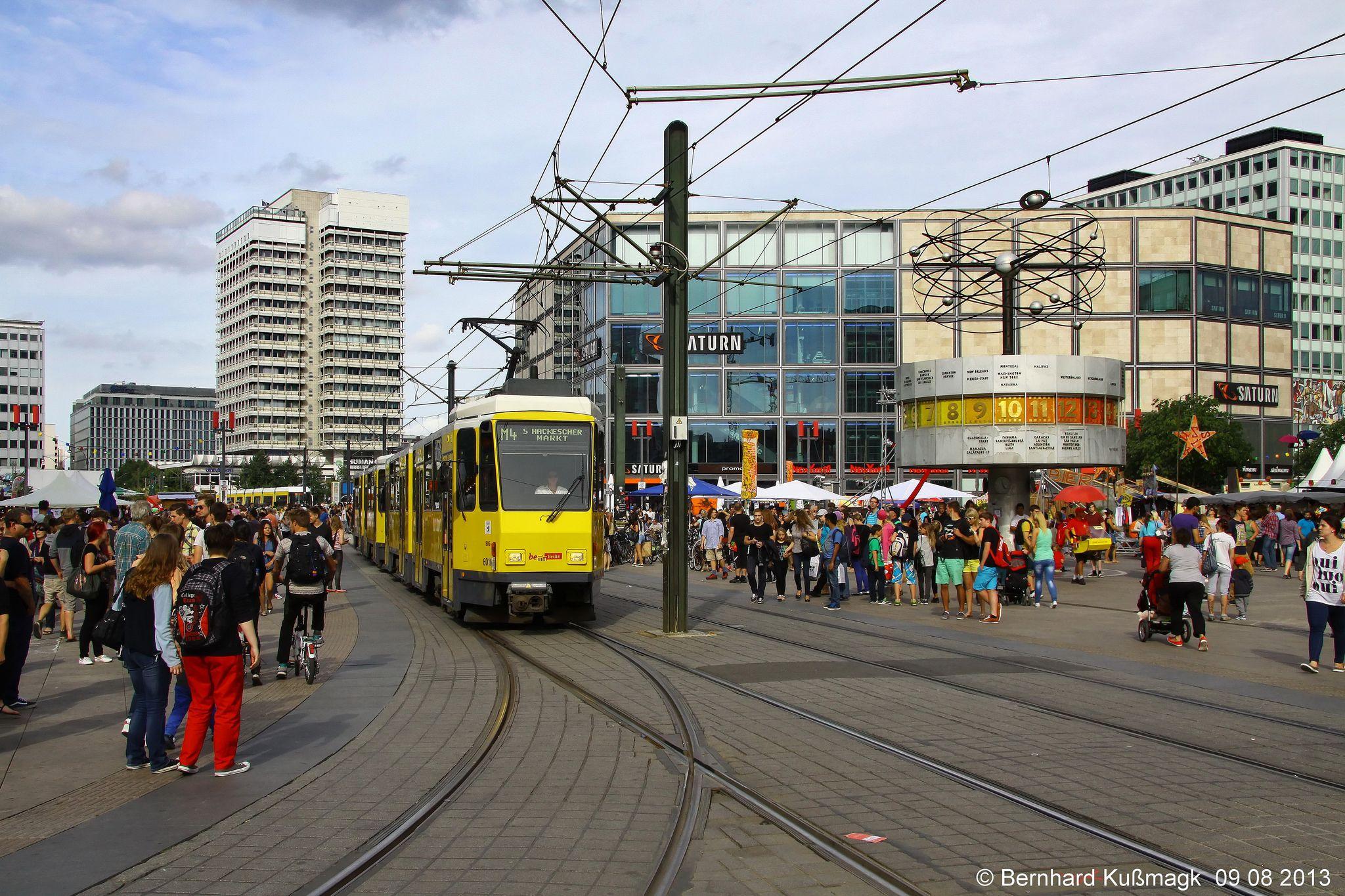 Europa Deutschland Berlin Mitte Alexanderplatz In 2020 Strassenbahn Europa Und Berlin