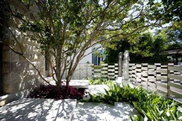 Kleinen garten gestalten sichtschutz  anlegen Sichtschutz Gartenzaun Ideen Baum frische Pflanzen ...