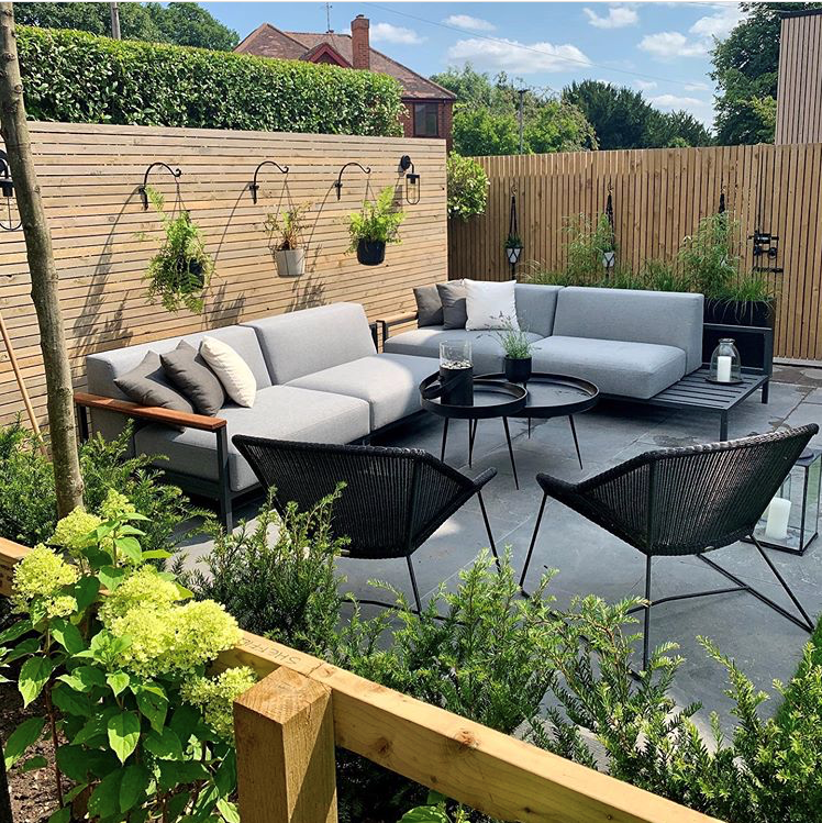 Katie And Paul Are Gearing Up For What Could Possibly Be Their Last Bbq Of The Summer We Love This S In 2020 Modern Outdoor Furniture Outdoor Furniture Sets Outdoor