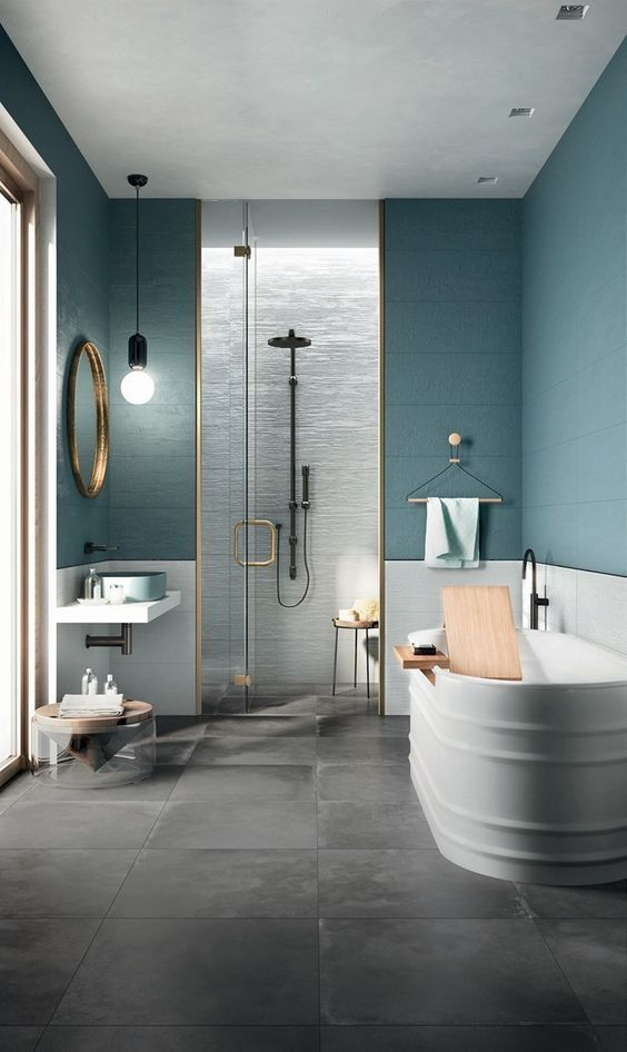 Color Blocking With Blue Green Gray White For This Bathroom Black And Gold For Some Accent Wainscot T Blauwe Badkamer Betegelde Badkamers Badkamerideeen