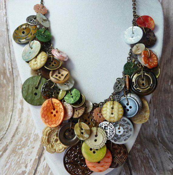 Photo of Bountiful Buttons – Vintage Button Halskette, Statement, AWARD WINNING, grün/Koralle/Perle/Elfenbein Knöpfe auf Messing-Kette, umfunktioniert