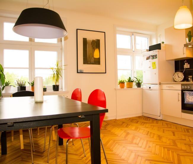 Moderne Helle Dachgeschosswohnung Zur Zwischenmiete Wohnung In Hamburg Altona Altstadt Dachgeschosswohnung Wohnung Haus Deko