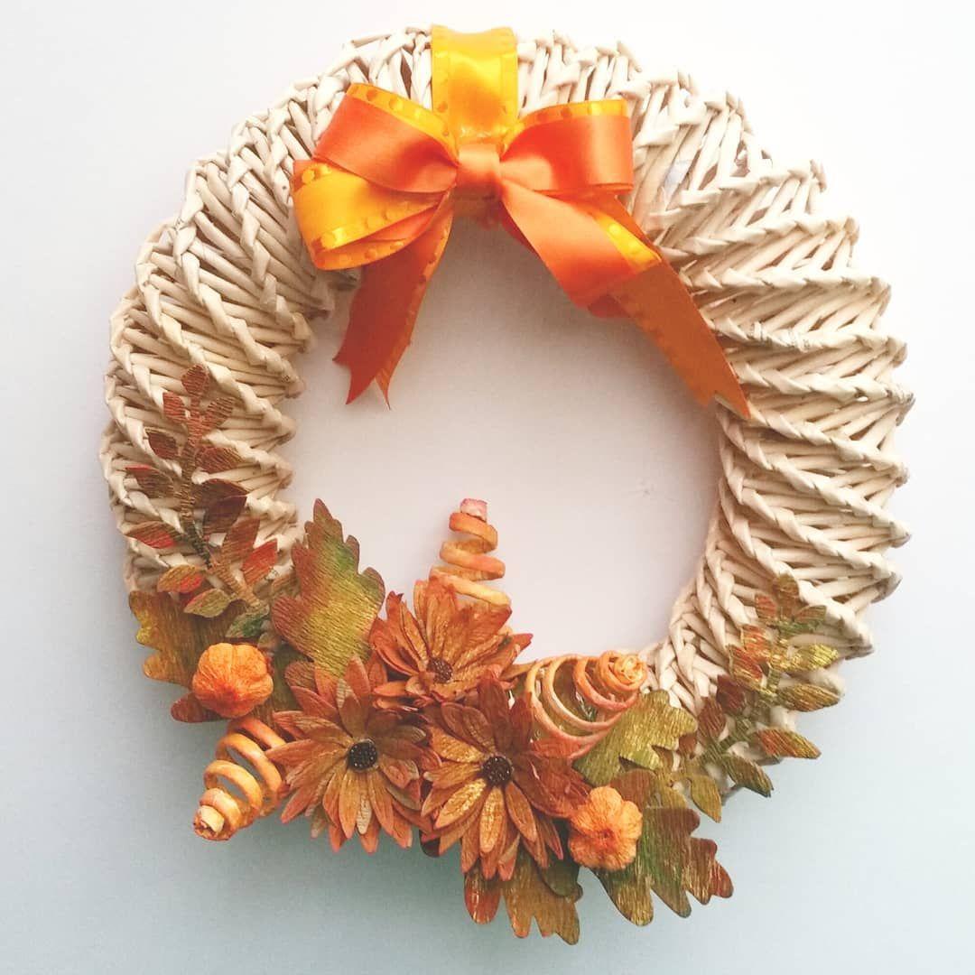 "Photo of La Strega Incartata on Instagram: ""Ghirlanda autunnale fuoriporta o retroporta. La trovate nel mio shop Etsy.  Handmade Fall wreath, you can find it in my Etsy shop (link in…"""
