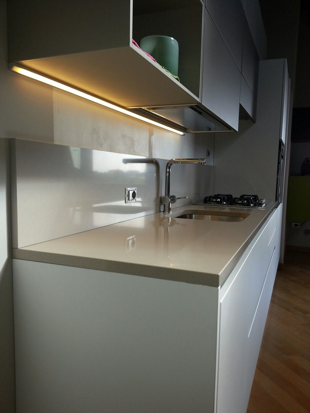 Illuminazione led sotto pensile cucina realizzata della misura desiderata con profilo a 45 per - Illuminazione sottopensile cucina ...