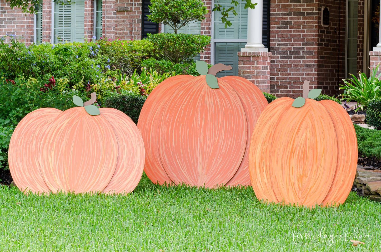 Want To Learn How To Make Wooden Pumpkins Read On Wooden Pumpkins Wooden Yard Decorations Wood Yard Art