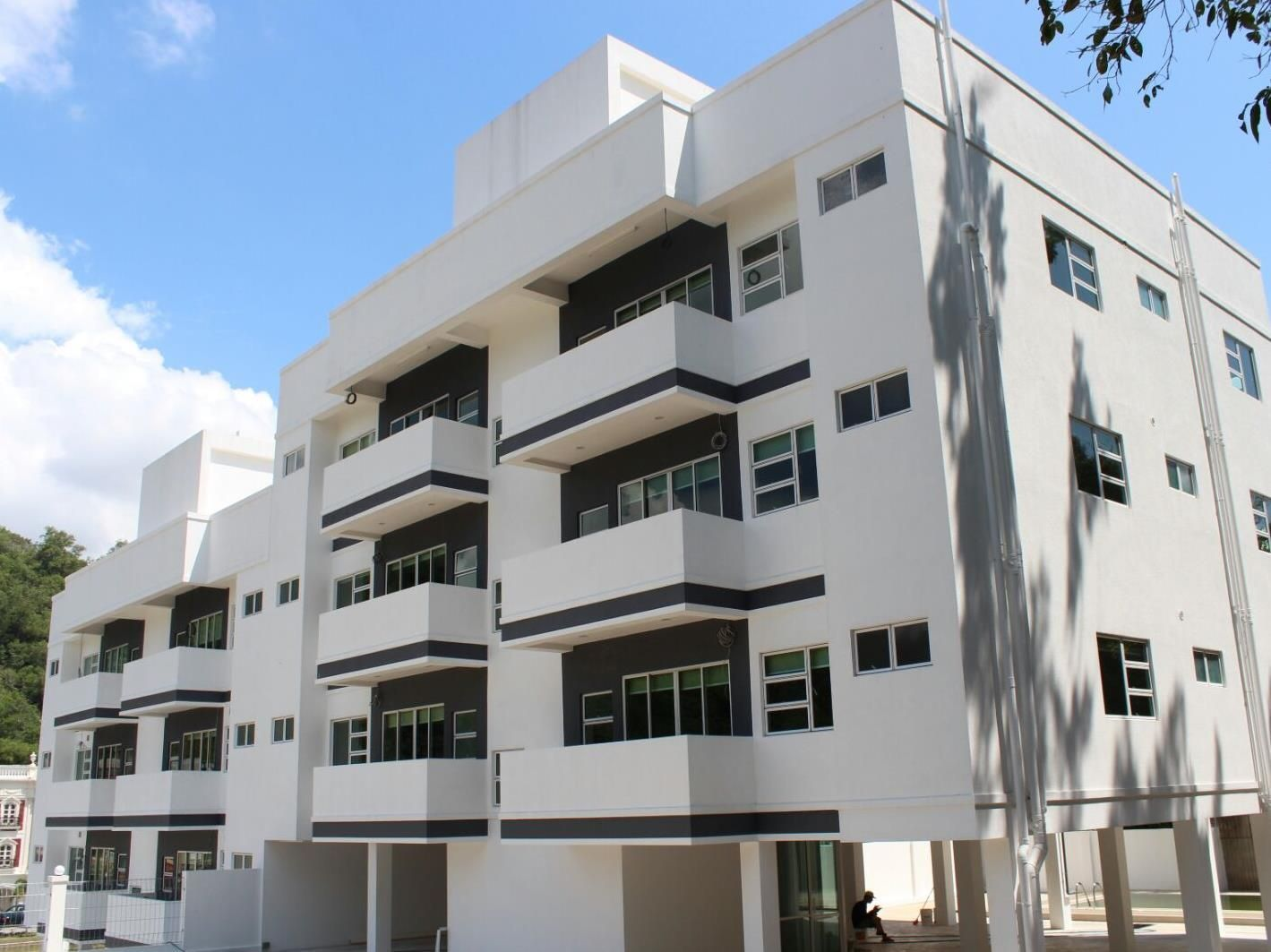 Bandar Seri Begawan 597 Tiara Hill Residence Service Apartment Brunei Darussalam, Asia 597 Tiara Hill Residence Service Apartment is a popular choice amongst travelers in Bandar Seri Begawan, whether exploring or just passing through. Featuring a complete list of amenities, guests will find their stay at the property a comfortable one. Private check in/check out, car park, airport transfer, family room, elevator are just some of the facilities on offer. Guestrooms are fitted w...