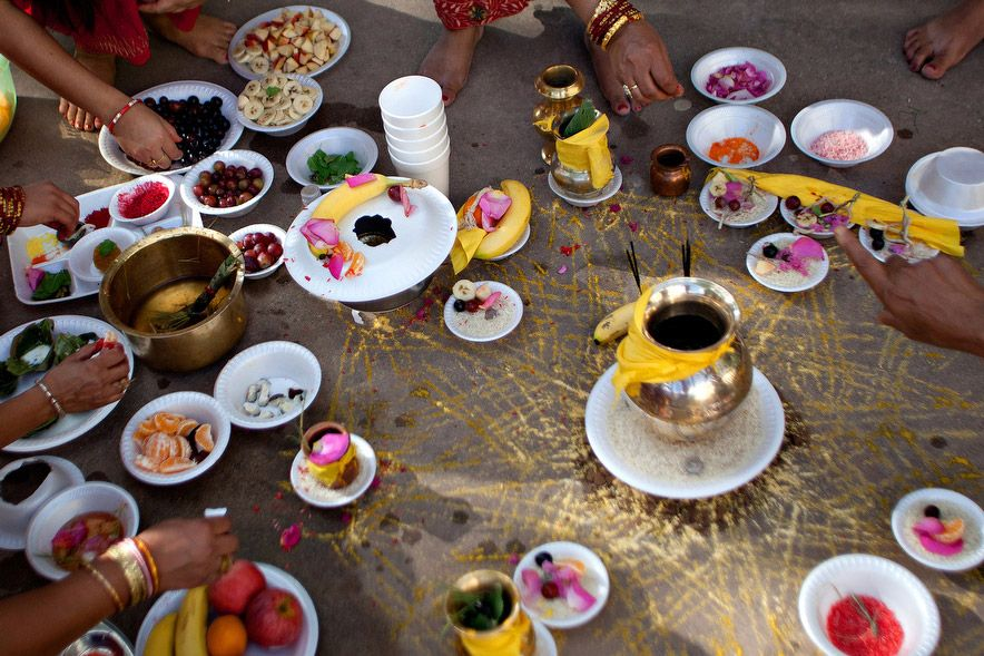 Bhutanese refugees share food during last year's Rishi Panchami festival. (Mary Kang)