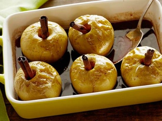 Baked apples with rum and cinnamon