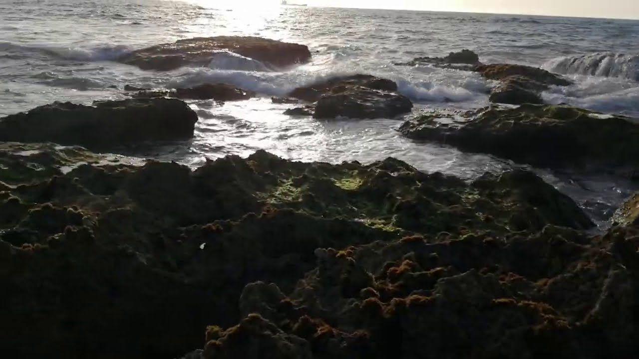 15 Aout 2020الغروب والشمس في وجود البحر هناك جمال جداب Water Outdoor Coastline
