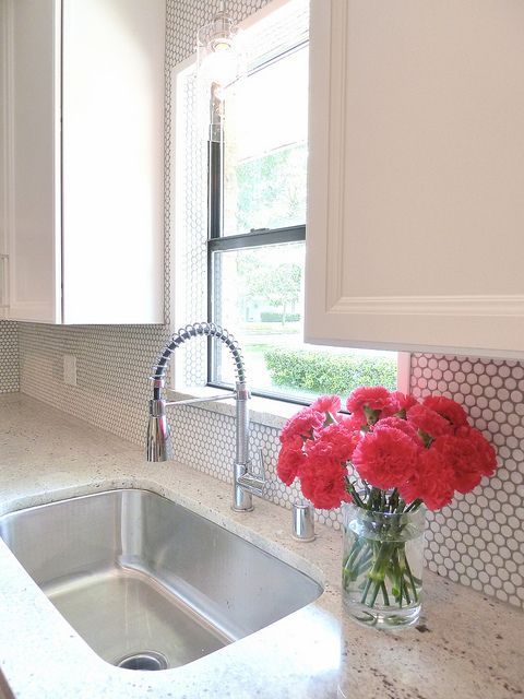 03 Add A Little Texture To Your Backsplash With White Penny Tiles And Grey Grout Digsdigs Penny Tiles Kitchen Kitchen Inspirations Penny Tile Backsplash