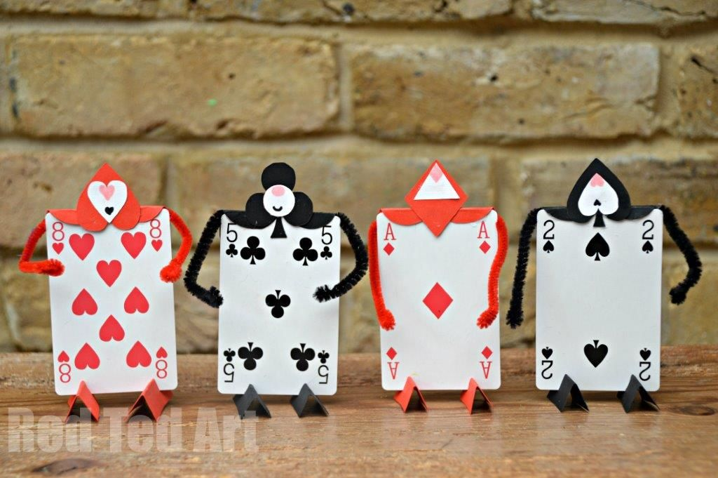 Alice In Wonderland Crafts Card Soldiers Red Ted Art Make Crafting With Kids Easy Fun Alice In Wonderland Crafts Alice In Wonderland Tea Party Alice In Wonderland Party