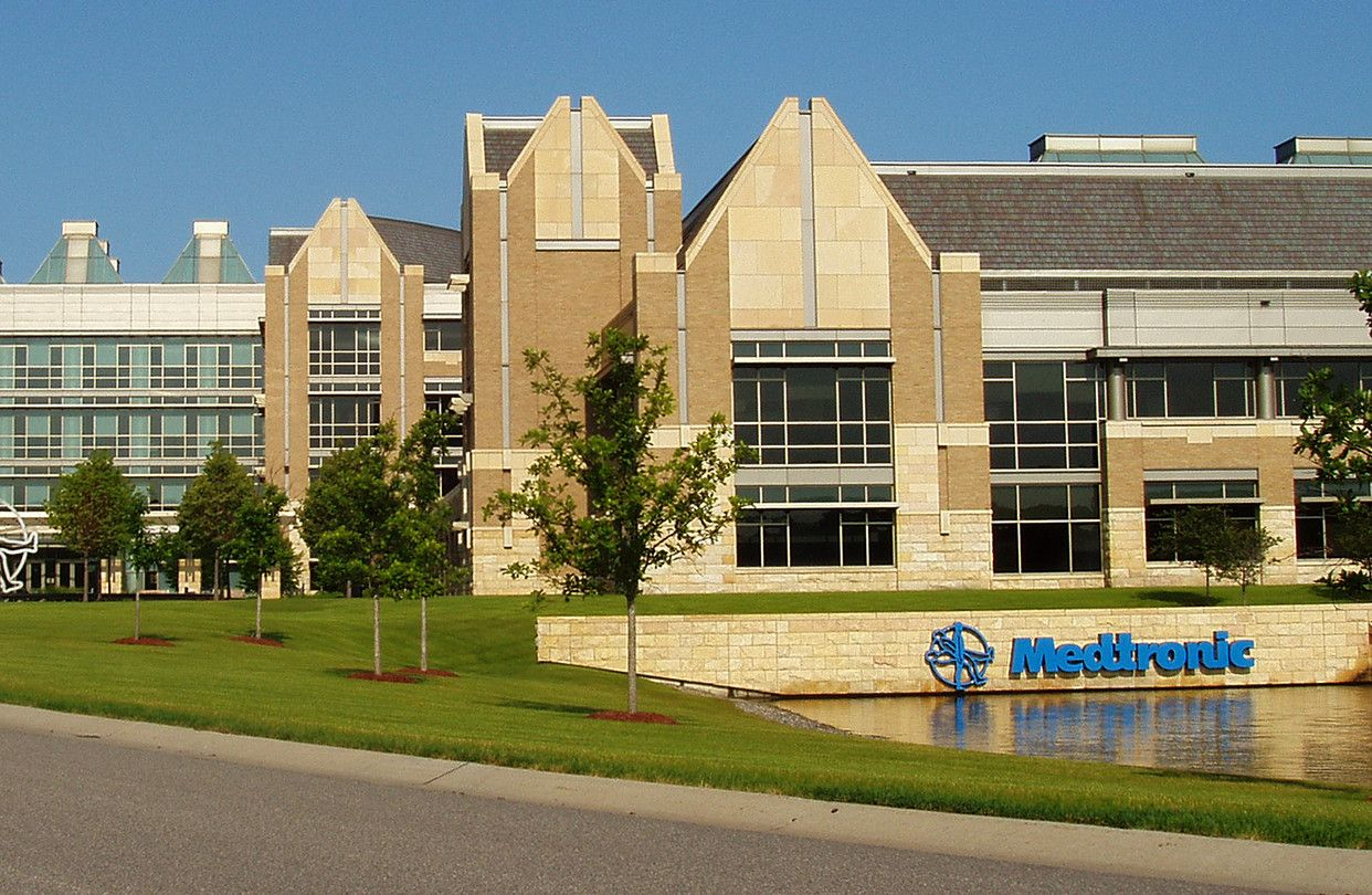 Medtronic withdraws from knee orthopedics while venturing
